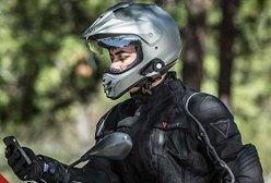 Motorradfahrer mit Motorrad Bluetooth Headset