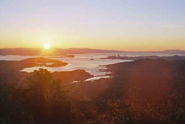 Bild vom Gipfel des Mt. Tam über die San Francisco Bay in Kalifornien bei Sonnenaufgang