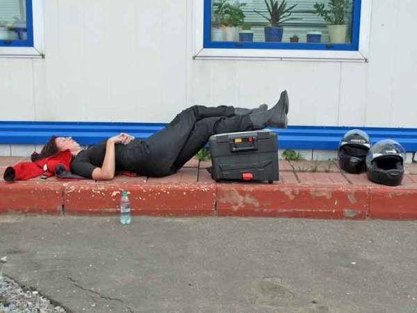 Begegnungen bei Motorradtouren an einer Tankstelle in Russland