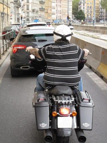 Fahrsicherheit mir dem Motorrad in der Großstadt: Beispiel Frankreich