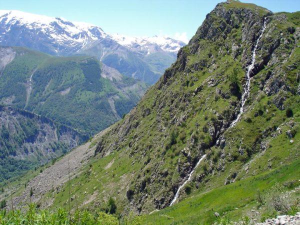 Bergblick bei einer Motorradtour zur Alpe d'Huez in den französischen Westalpen