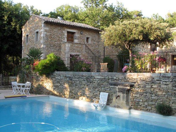 Steinernes Bauernhaus in Südfrankreich mit Swimming Pool