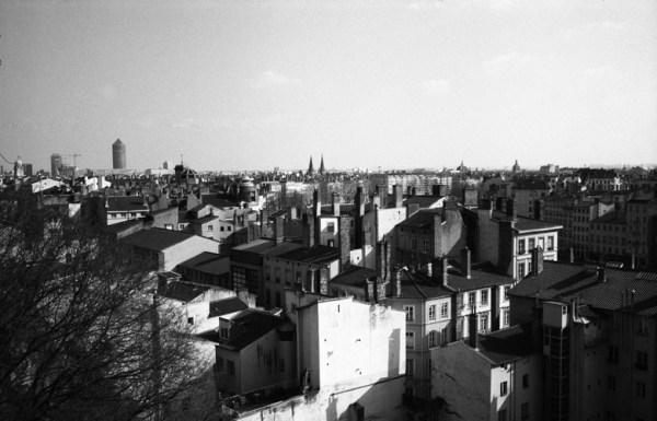 Stadtpanorama Lyon mit Hochhäusern im Hintergrund