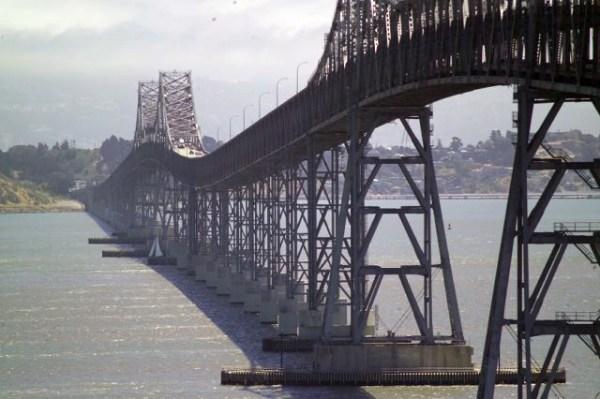 Richmond-San-Rafael-Bridge über die North San Francisco Bay