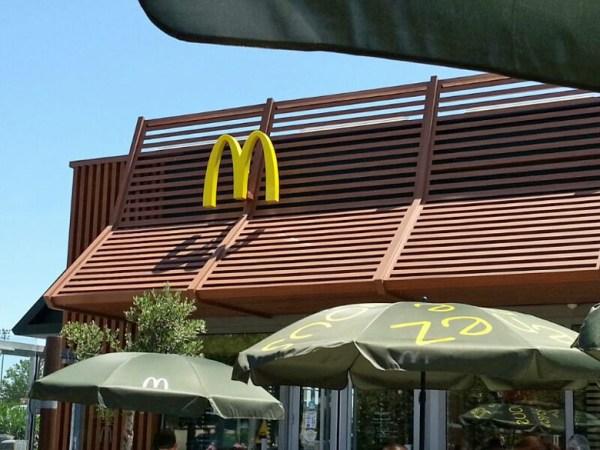 Mc Donald's Restaurant bei einer Pause vor einer Motorradtour durch die Ardèche