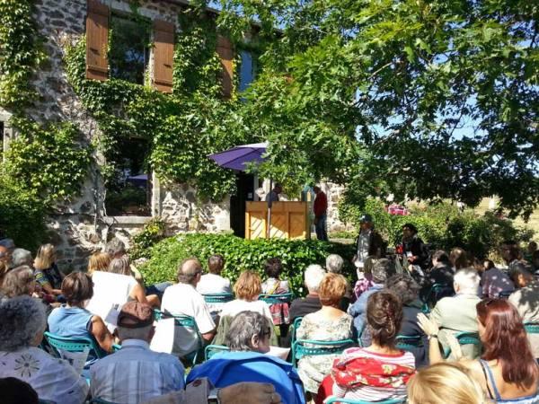 Open-air-Literaturfest Chambon-sur-Lignon Ardèche, besucht bei einer Motorradtour durch die Ardèche