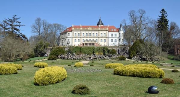 Bild von der Wiesenburg mit Park im Lkr. Potsdam-Mittelmark