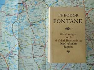 Fontane-Motorradtouren durch Brandenburg: Landkarte zur Vorbereitung einer Motorradtour durch das Land Ruppin mit einer Buchausgabe von Theodor Fontane Wanderungen Ruppin