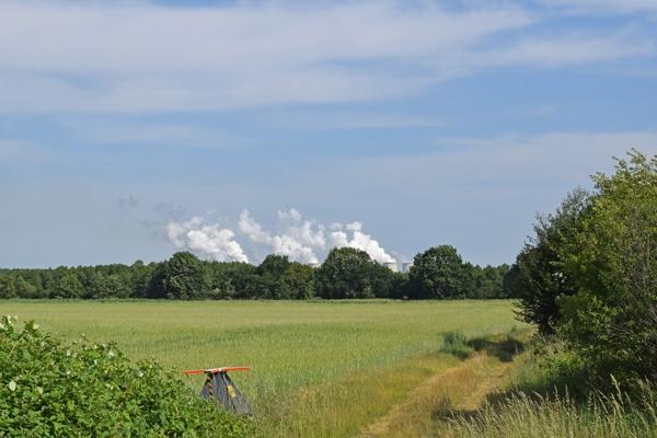 Rauchwolken vom Kraftwerk Jänischwalde, gesehen bei einer Motorradtour durch Spreewald und Tagebaue