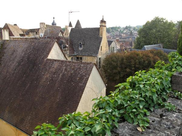Blick über die Dächer von Sarlat-la-Canéda von einem Turm aus, gesehen bei einer Motorradtour Südwestfrankreich Teil 1,