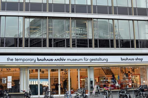 Temporäres Bauhaus-Archiv Berlin, besucht bei einer Bauhaus-Motorradtour durch Berlin