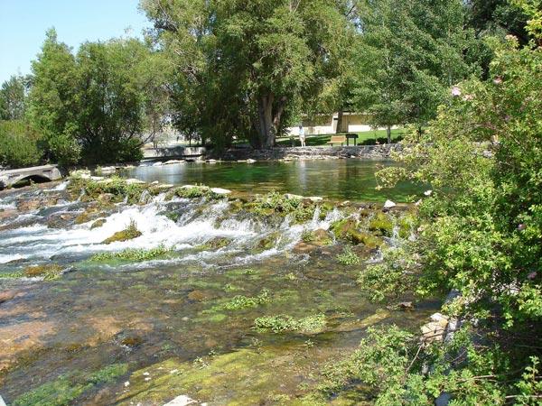 Roe River in Great Falls, MT, dem kürzesten Fluss der USA