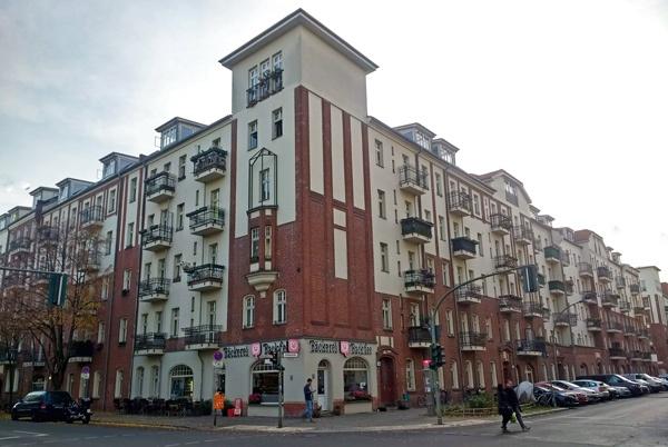 Bild der Weisbach Wohngruppe in Berlin-Friedrichshain, einer Ikone des Bauhaus-Wohnungsbaus