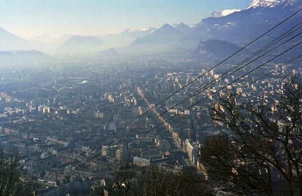 Anfahrt zu einer Motorradtour zum Croix de Fer und Galibier: Panorama von Grenoble vom Fort St-Eynard aus