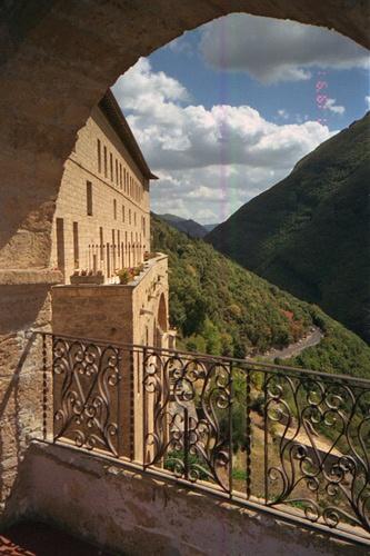 Blick in das Tal des Aniene vom Kloster Subiaco aus