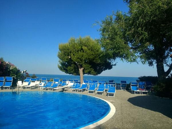 Hotel-Swimmingpool in Mattinata (FG)