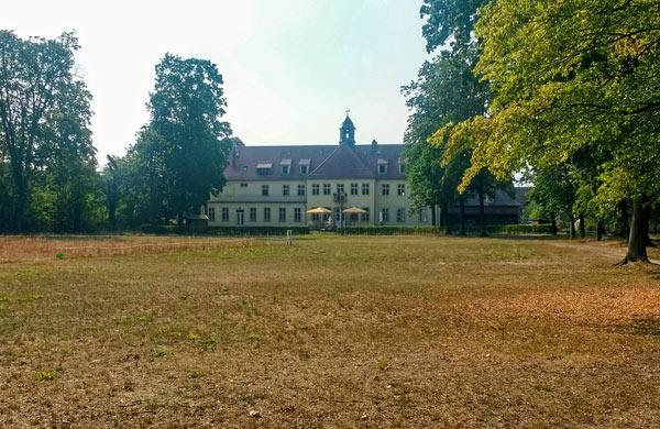 Schloss Grochwitz in Herzberg (Elster) vom Park aus gesehen