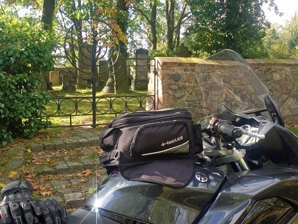 Jüdischer Friedhof Gross Neuendorf in Brandenburg, besucht bei einer Motorradtour in das Oderbruch