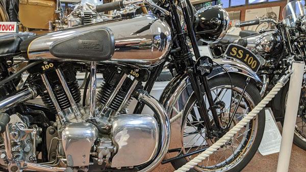 Brough Superior SS 100 in Teilansicht
