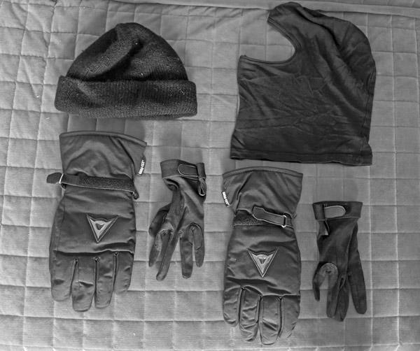 Motorradbekleidung bei Kälte: Handschuhe und Mütze
