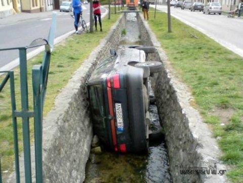 acidentes de carro - mergulho no córrego
