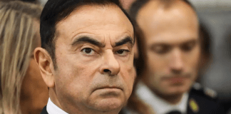 Carlos Ghosn fui le Japon