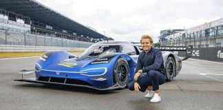 Nico Rosberg essaie l'ID.R, la voiture de course électrique de Volkswagen