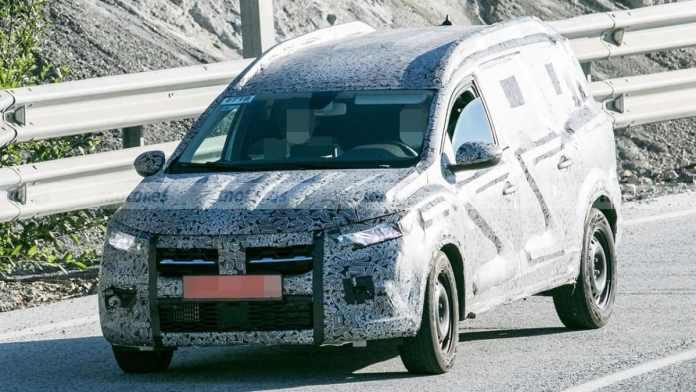 nouveau Dacia 7 places - crédit image motor.es