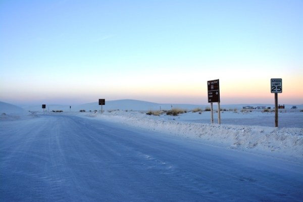 El lugar es tan blanco que parece nieve. Ya a este momento, el sol había descendido bastante. Comenzamos el camino de regreso.