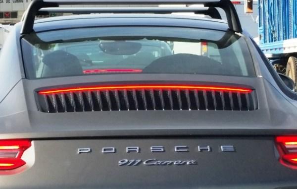 Los cambios en la carrocería del 911 son muy sutiles. El más notable es esta parrilla sobre la cubierta del motor. Foto: Andrés O'Neill, Jr.