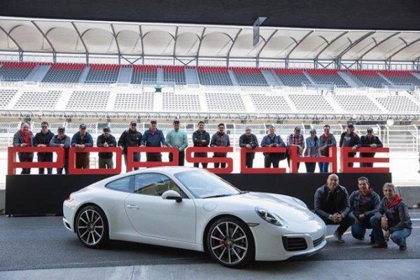 El grupo completo que participó de la primera tanda del evento. Foto: Mauricio Carrera para Porsche