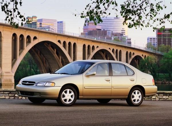 Al igual que se predecesor, el Altima de segunda generación tuvo un diseño muy insípido. Foto: Nissan