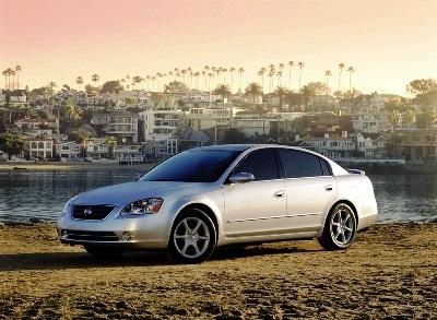 La exitosa tercera generación que salió en el 2002, fue la que estableció al Altima como un competidor creíble en su segmento. Foto: Nissan
