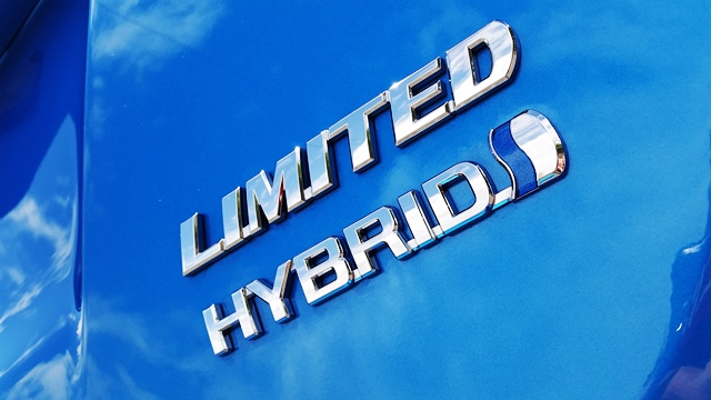 Toyota RAV4 Hybrid Andres O'Neill photo 03