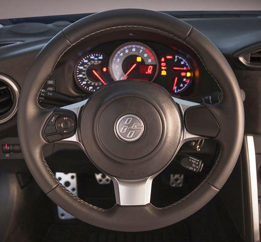 El guía recibe modificaciones y donde antes estaba la insignia de Scion (o la de Toyota en los mercados internacionales) ahora esté el logo del 86. Foto: Toyota