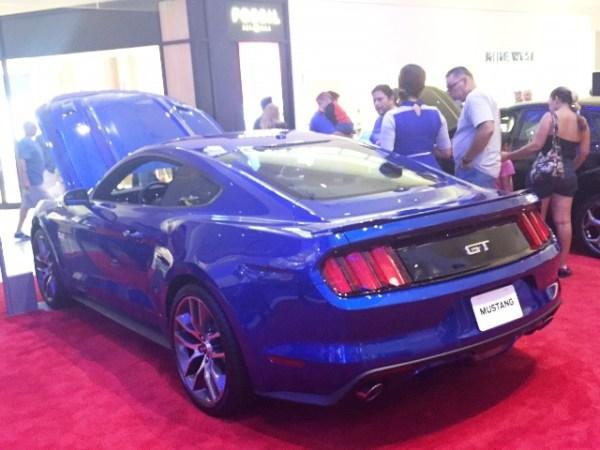 El Mustang GT, de espaldas