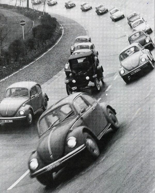 Motor show el volky nmero un milln y otras fotos histricas corrida simblica organizada por volkswagen en wolfsburg con motivo del da 17 de febrero de 1972 en que el beetle rompi el rcord del legendario ford fandeluxe Images