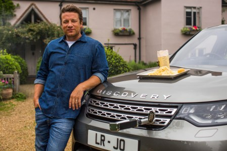 JAMIE OLIVER WITH HIS FAMILY AT HIS ESSEX FARM AUG 2017 DISCOVERY 5 SVO PHOTOGRAPHED BY NEALE HAYNES