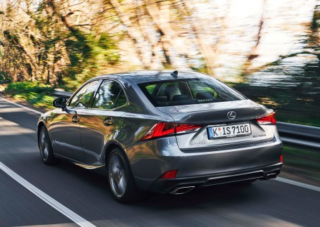 Lexus IS b