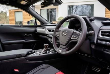 Lexus UX e