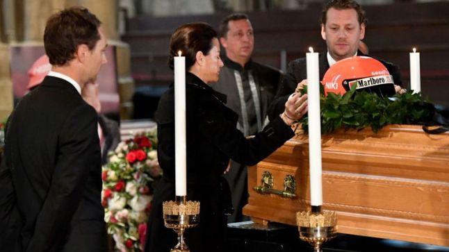 L'ultimo saluto della moglie Birgit
