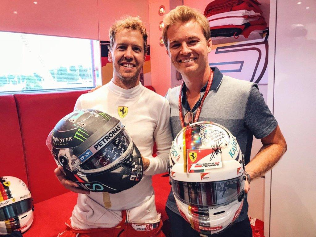 Sebastian Vettel e Nico Rosberg, che commenta la penalità di 5 secondi al GP Canada