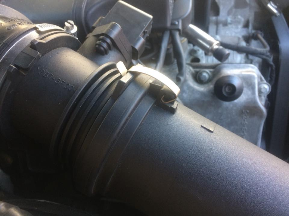 clip airbox to intake top