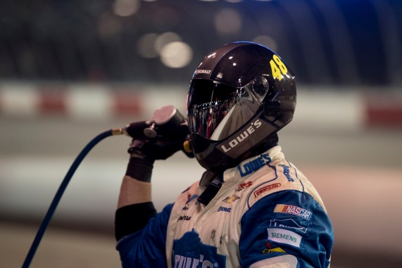 A tire changer for the 48 of Jimmie Johnson during the 2016 Southern 500 in Darlington, Sc, Sunday, September 4, 2016.