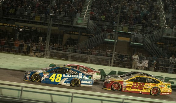 The final restart of the Ford Ecoboost 400 at Homestead-Miami Speedway, Sunday, Nov. 20, 2016, in Homestead, FL.