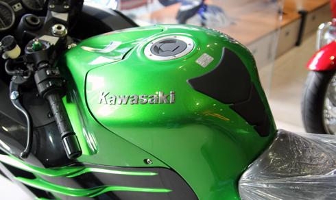 kawasaki-ninja-zx-14r-6-8732-1428303271