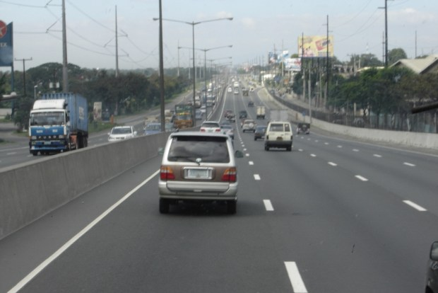 northbound_on_the_north_luzon_expressway