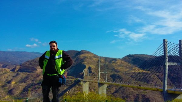 Puente de Mezcala con un Cielo Azul y un Hi-Viz