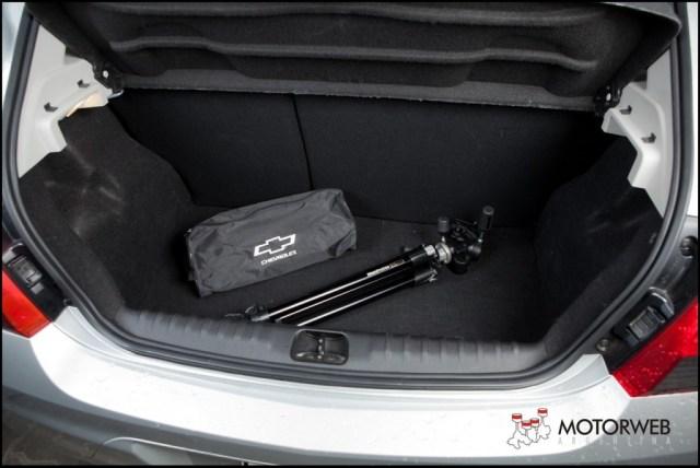 2013-08 TEST Chevrolet Onix Motorweb 46 copy