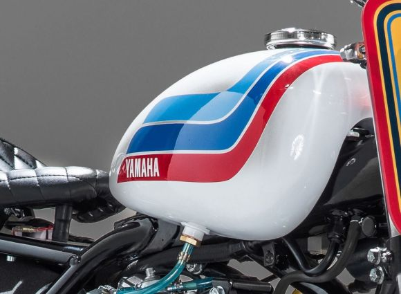 Yamaha SR 500 par The Real Intellectuals